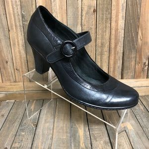 Clarks Bendables Classic strapover heels